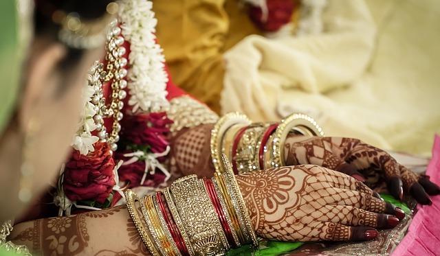 दिल्ली में अब 200 लोग शामिल हो सकते है शादी में